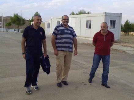 Miembros del IERD paseando por el campo de pruebas