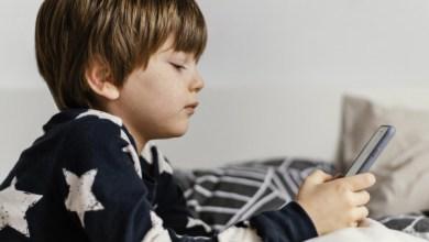 Uso excessivo de celulares e tablets prejudica o sono das crianças