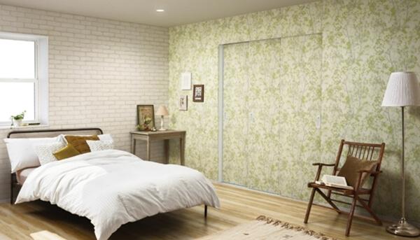 YKK APから発売された内装建具ファミットの特徴は普通の内装壁紙が貼れること