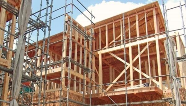 木造軸組工法の一戸建住宅の建築中