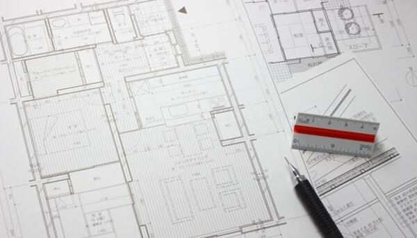 見積書だけでなく、仕様書や設計図面を合わせて検討する事が重要