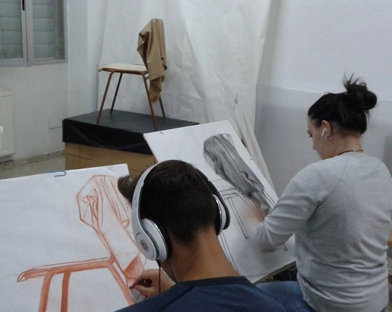 alumnos en dibujo art.