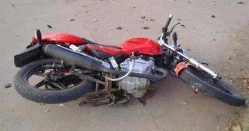 Столкнувшийся с машиной мотоциклист умер во время доставки в больницу