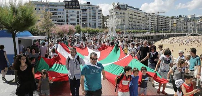 Баски организовали человеческую цепь в поддержку движения независимости Каталонии