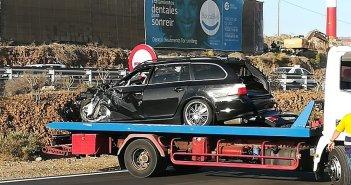 Погибшая и двое раненых в результате столкновения машины с грузовиком на Тенерифе