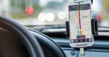 Более 250000 канарцев признали, что смотрят свой смартфон во время вождения