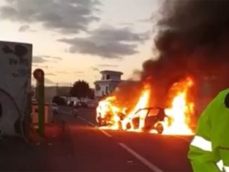 Arona: утром столкнулись несколько машин, две из них загорелись в результате аварии