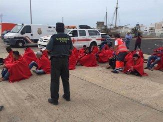 Спасли лодку с 52 мигрантами в 40 милях к югу от Гран-Канария