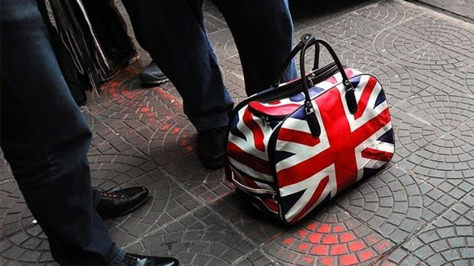 После обещания своего премьер-министра британцы засобирались на Канарские острова