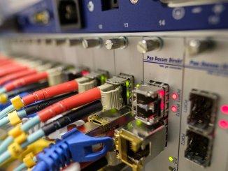 На Тенерифе улучшают волоконно-оптическую связь государственного сектора для жителей