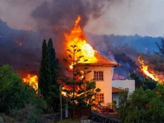 La Palma: лава на своём пути к океану разрушила около сотни домов