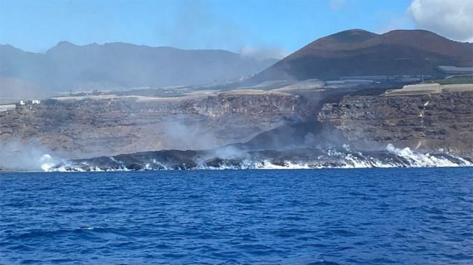 Вулкан на острове La Palma сохраняет относительное спокойствие, беспокоит качество воздуха