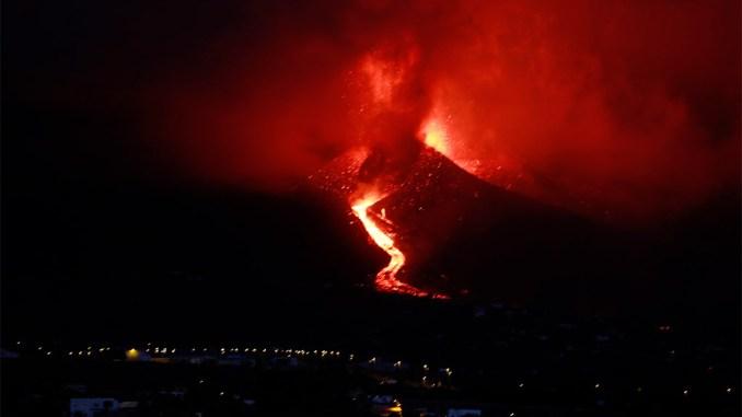 Вулканический конус ломается и выходит более жидкая лава: Pevolca призывает к спокойствию