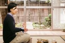しっとりとした庭の石や木も、小倉さんの話を聞いているようです。