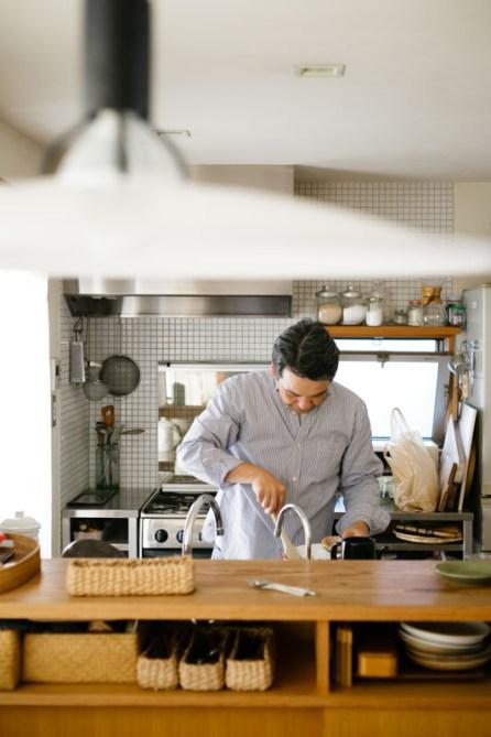 キッチンに立つ姿、自然とかっこいいですね!
