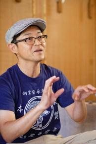とくし丸の特徴をわかりやすく説明してくれる安田さん。