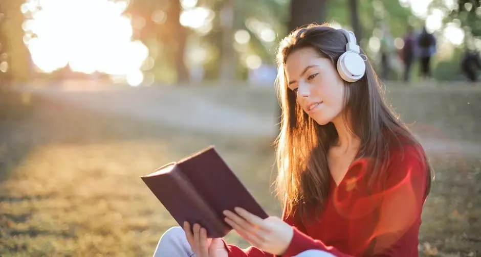 Reading With Music Or TV Playing In The Background For Better Concentration