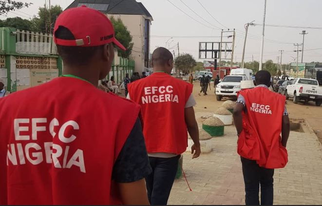 30 People Arrested For Fraud As EFCC Officers Raids A Hotel In Lagos.