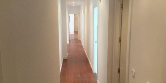 Piso en venta de 157m2 de tres dormitorios en Madrid