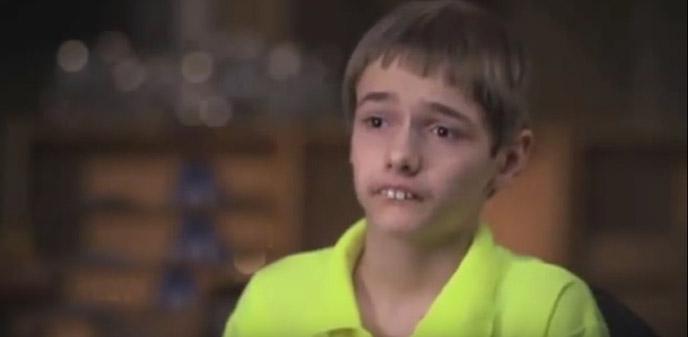 كانوا يضايقون هذا الصبي بسبب شكل أسنانه.