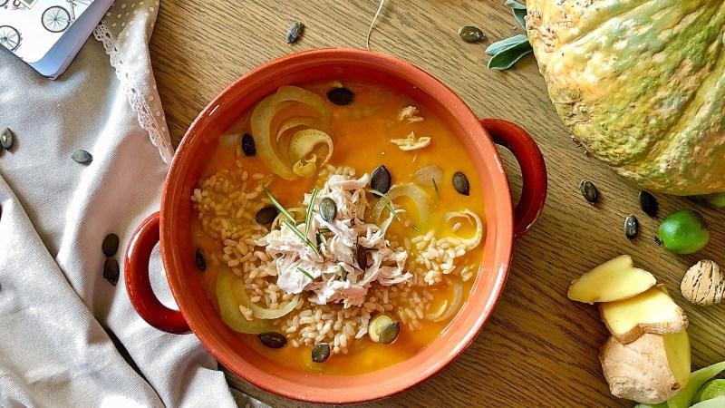 Crema di zucca, riso integrale, finocchi, zenzero e sfilaccini di pollo al rosmarino