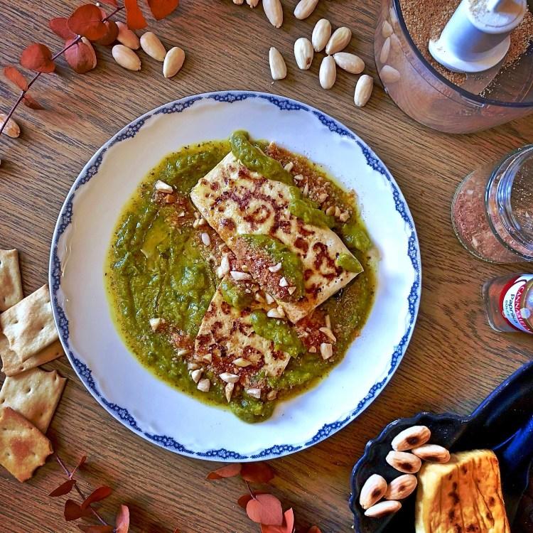 Cremolata di cavolo nero spinaci e carote con Tofu alle mandorle e paprika
