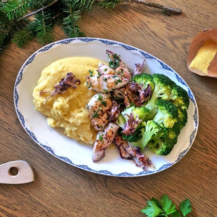 Polenta integrale con calamaretti grigliati e broccoli