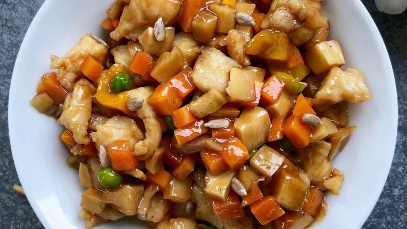 Pollo agrodolce con carote ananas e peperoni