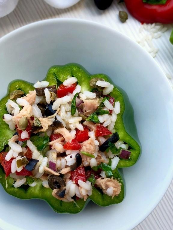 Peperoni verdi ripieni di riso alla mediterranea