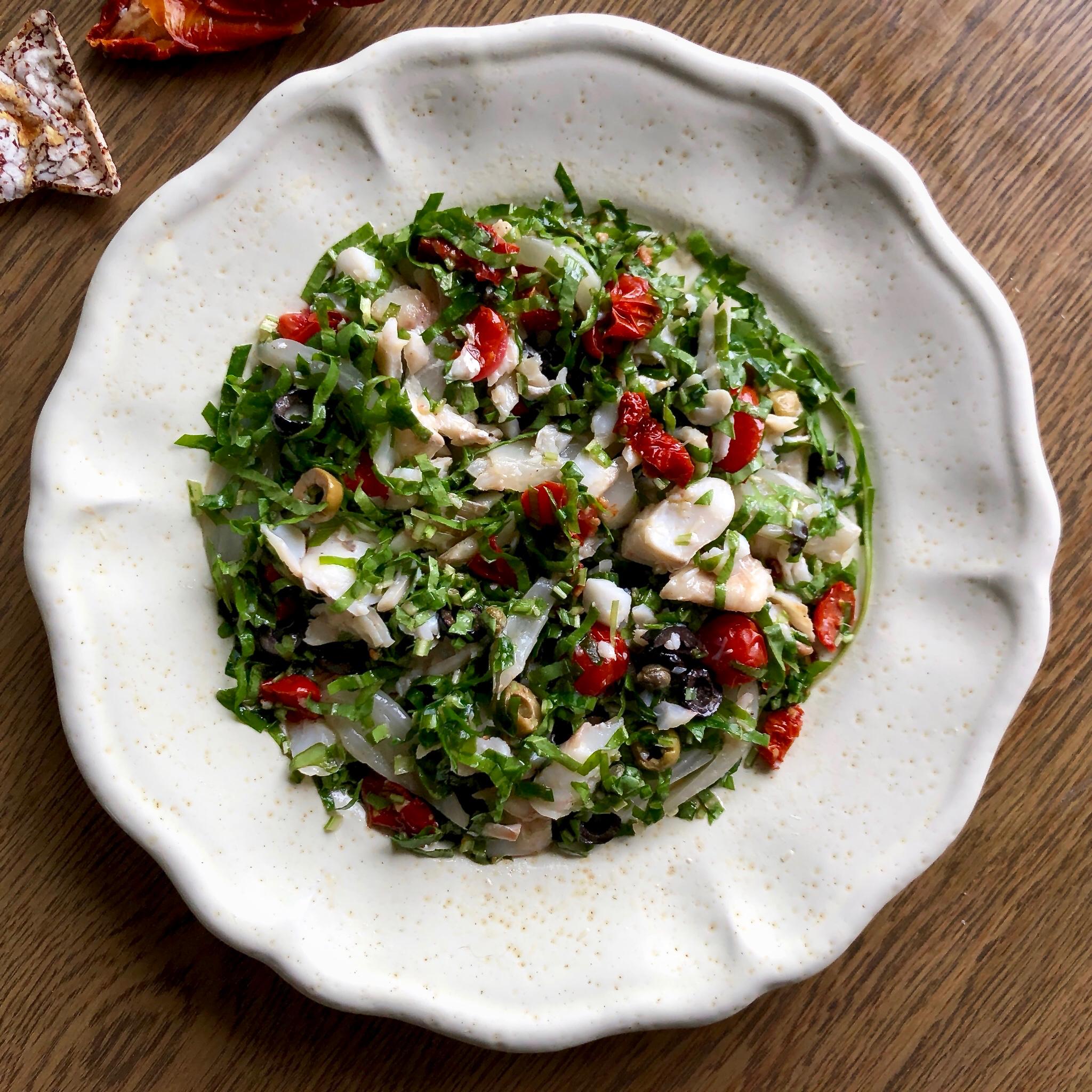 Insalatina di baccalà pomodorini olive finocchi e capperi