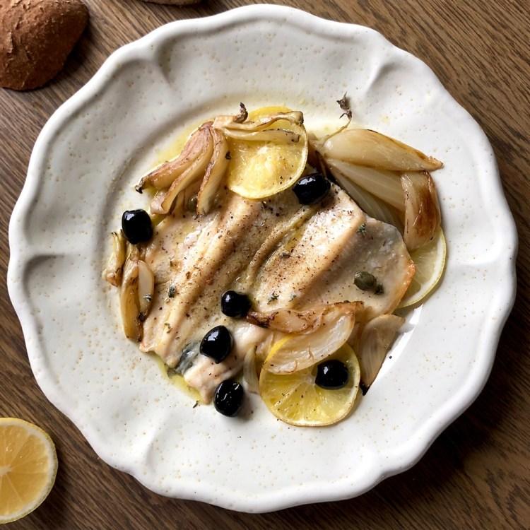 Trota al forno con finocchi capperi olive