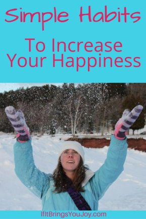 Simple daily habits to attract more positivity and happiness to your life. Tips to use the Law of Attraction to attract the life you want. #LawOfAttraction #Happiness