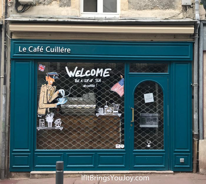 Store front window decoration in Bayeux, France