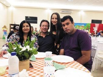 O floridense Mauro Sérgio de Morais Borges Júnior celebra mais um ano de vida ao lado dos pais Mauro e Rute e irmã Mariana