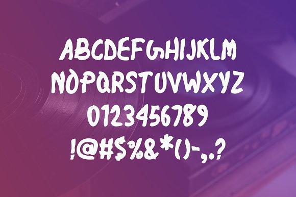 Nelumbo Typeface