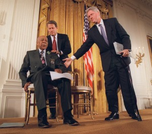 Shaw with President Clinton and Vice President Al Gore during Clinton's 1997 apology to the black men whose syphilis went untreated by government doctors. [AP Photo]