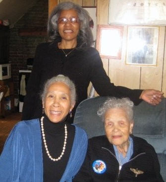 Donna, Dianne and Dorothy McIntyre (M other and daughters )