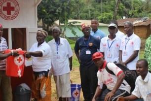 Quioscos de información: una ventanilla única para prevenir el Ébola y otros brotes en Sierra Leona con los ojos puestos en la recuperación