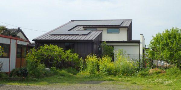 菖蒲原の家