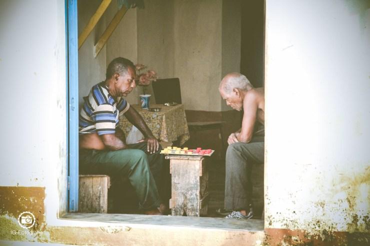 summer-old-men-playing-games