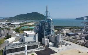 防府バイオマス・石炭混焼発電所の外観