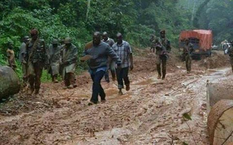 kabila mud - NATIONAL EMBARRASSMENT!!! President Forced to Walk in 'Mud' After Convoy Got Stuck in Muddy Road (Photos)