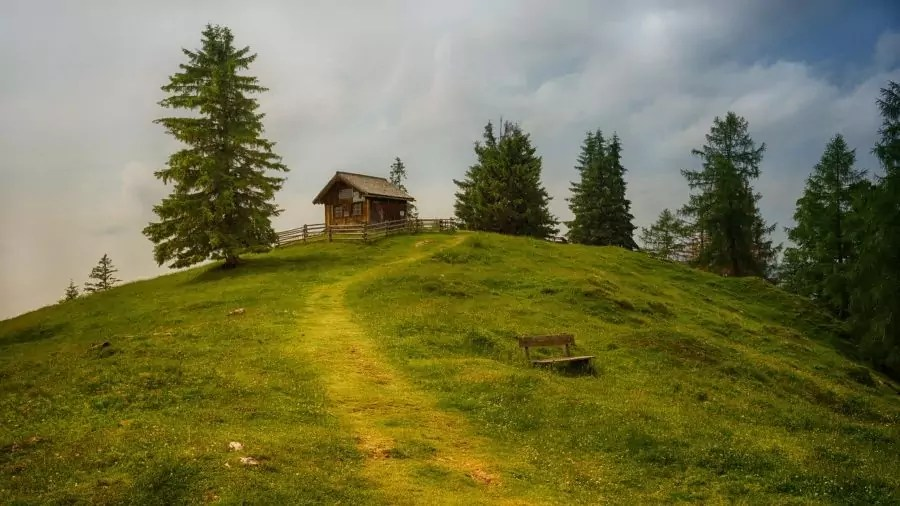 Idyllic House Upon A Hill (Photo)