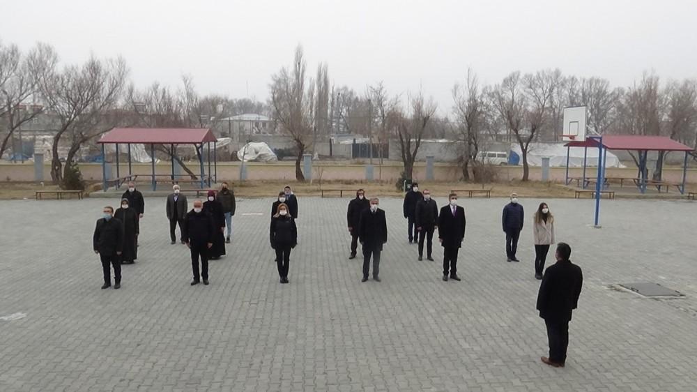 Iğdır'da bütün okullarda istiklal marşı okundu