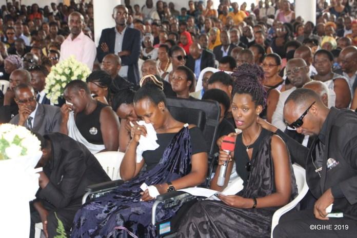 Umugore wa Dr Byamungu Livingstone (ufite agatambaro k'umweru), yamushimiye ko yaubereye umugabo mwiza