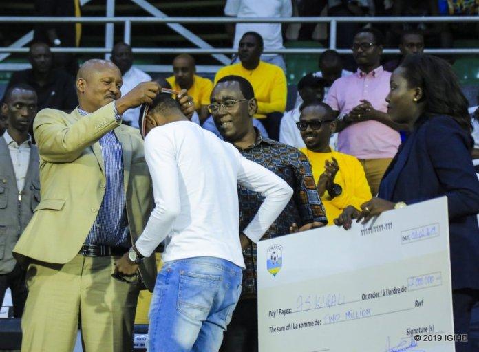 Sheki y'umwanya wa kabiri yahawe AS Kigali yashyikirijwe umutoza Masudi Djuma