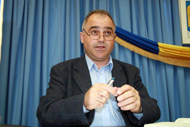 Primarul oraşului Novaci, Dumitru Leuştean