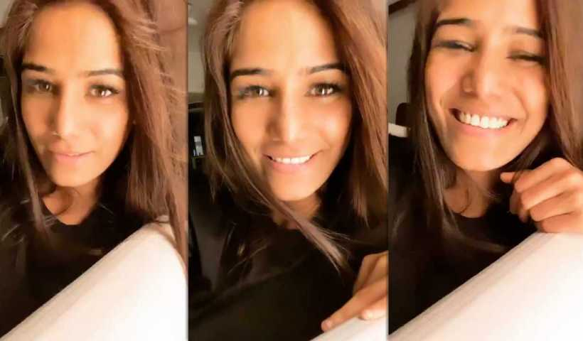 Poonam Pandey's Instagram Live Stream from March 20th 2020.