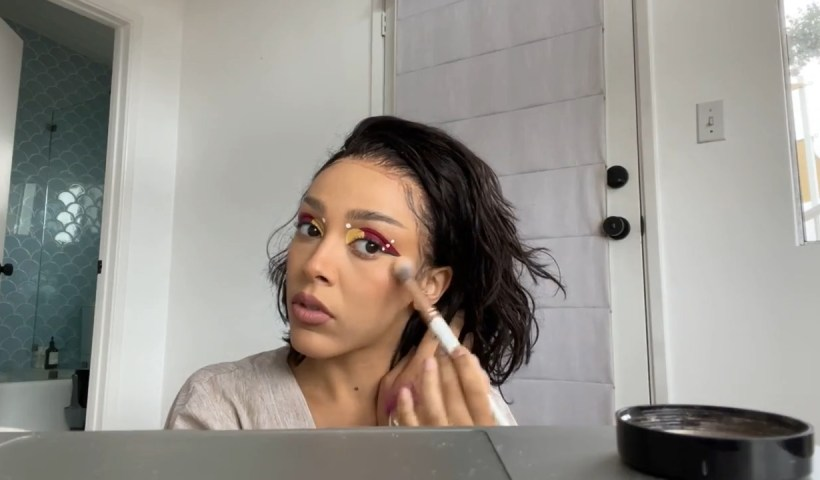 Doja Cat Does Her Makeup on Instagram Live Stream from April 22th 2021.
