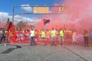 Video: RIVA Streik-Trail Tag 2: Feurige und kämpferische Grüße an italienische RIVA Gruppe vor Konzernzentrale